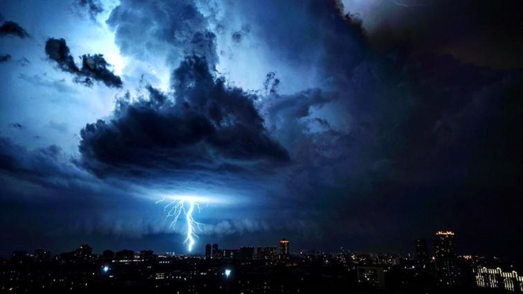 Срочно: МЧС предупредило о сильной вечерней грозе в Москве!