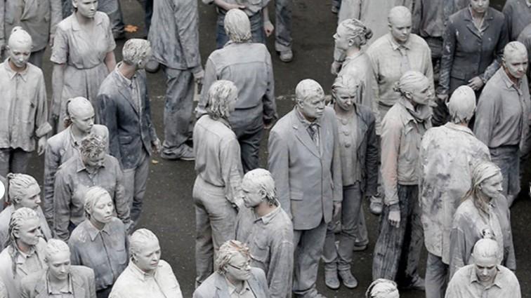 Саммит G20: голые зомби устроили акцию протеста (фото) 18+