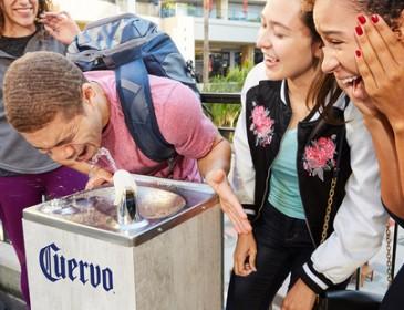 Такого еще не было! В Лос-Анджелесе установили фонтаны с текилой