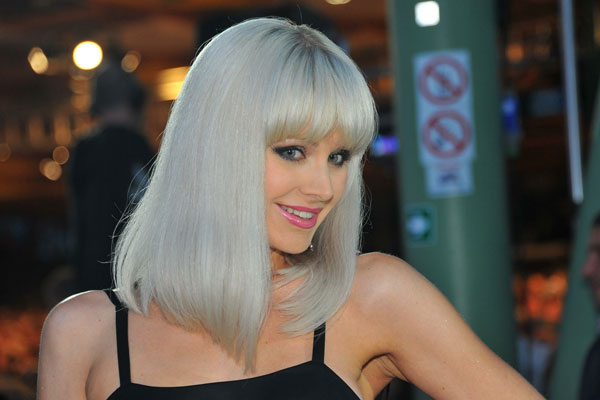 «Не пора ли одеться?»: Певицу Натали раскритиковали за непристойный вид