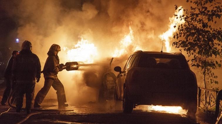 Во Франции сожгли почти 900 автомобилей во время празднования Дня взятия Бастилии