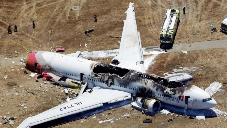 Срочно! В США самолет упал на автомагистраль