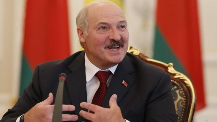 Стало известно, как активистке Femen удалось обнажить грудь перед Лукашенко (фото)