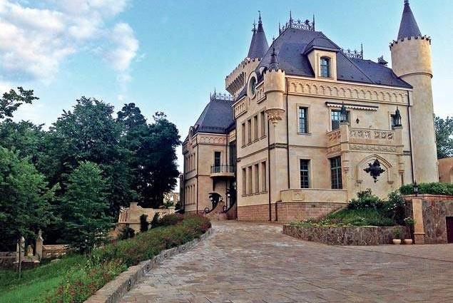 «За толстыми стенами»: Что происходит в замке Пугачевой и Галкина