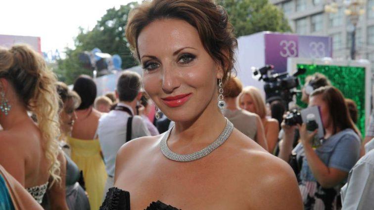Роскошная женщина: 49-летняя Алика Смехова похвасталась фигуркой в бикини!Все ахнули…