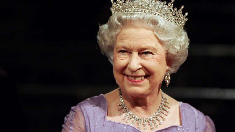 Чтобы лучше тебя видеть: раскрыта тайна ярких нарядов британской королевы