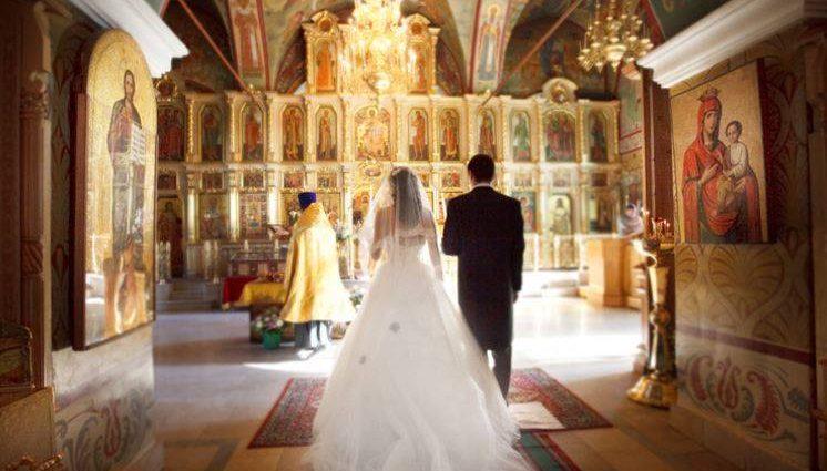 Бог любит троицу: Звезда «Мажора» тайно женился. Зачем  она такому красавцу?