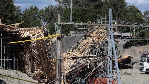 России рухнул пешеходный мост: есть пострадавшие