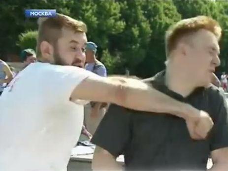 Десантник ударил в лицо корреспондента росТВ в прямом эфире