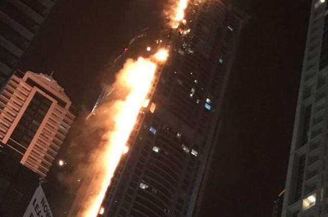 В Дубае горит один из самых высоких небоскребов мира