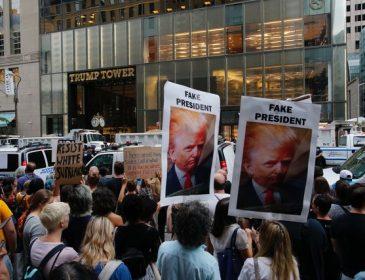 «У вас кровь на руках»: американцы вышли на протест против Трампа