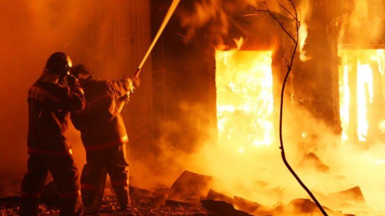 Ждут огненный смерч: в Ростове-на-Дону вспыхнули десятки жилых домов (фото, видео)