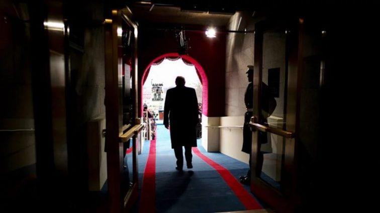 Экс-директор Белого дома рассказал детали заговора против Трампа