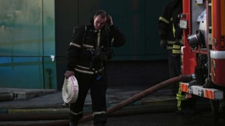 В торговом центре произошел пожар: Десятки пожарных и техники!