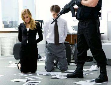 Срочно: В офисе радиостанции взяли заложников (фото)