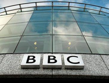 ШОК!!! Голая женщина оказалась в прямом эфире BBC (видео)