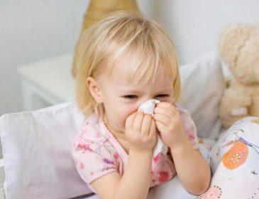 Насморк у ребенка: чем и как лечить