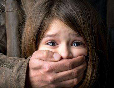 На протяжении многих лет мужчина насиловал и издевался над своей несовершеннолетней дочерью