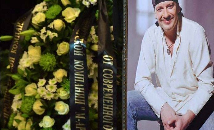 «Такой хороший артист, а дальше не пустили»: Гроб с Марьяновым не пустили в зал Дома кино