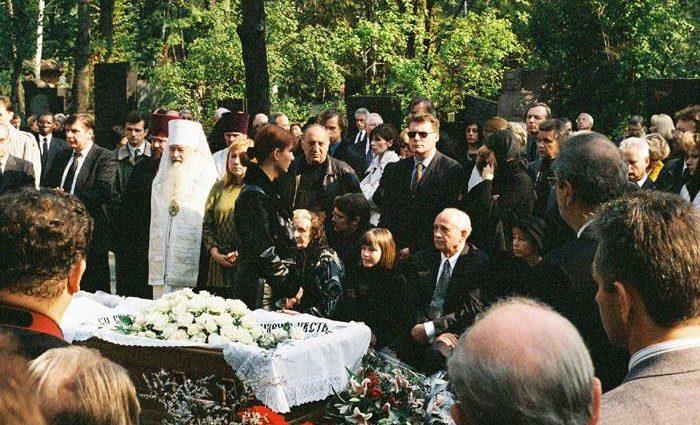 «После продолжительной болезни»: Умер известный певец