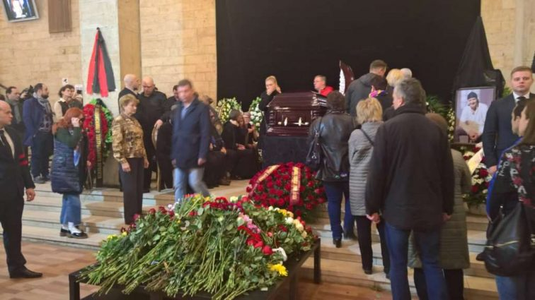 По высшему разряду: сколько на самом деле заплатили за гроб Марьянова