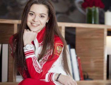 Изменившая внешность Сотникова вышла в свет