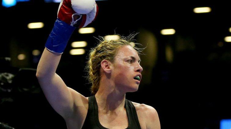 «Кровавая ванна»: девушке-бойцу MMA разбили лицо — фото