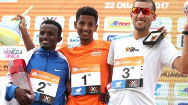 Итальянец выиграл Венецианский марафон благодаря ошибке мотоциклиста
