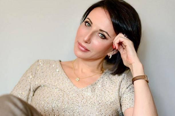 Актриса Алика Смехова призналась, что ей тяжело быть одной и воспитывать детей