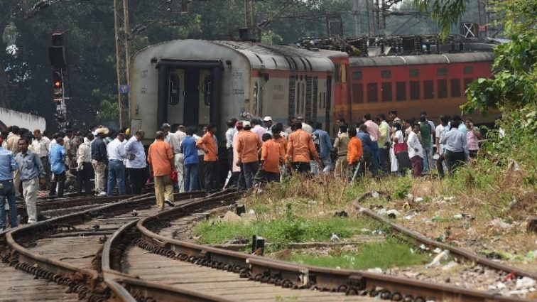Поезд сбил толпу женщин: первые подробности и количество жертв