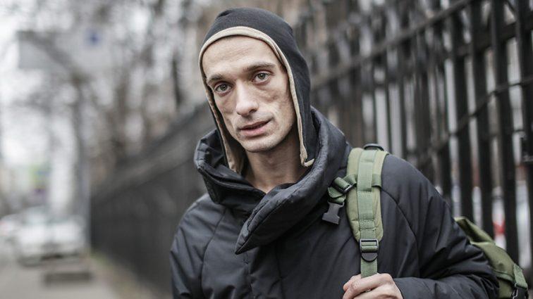 Известный российский художник поджег банк в центре Парижа