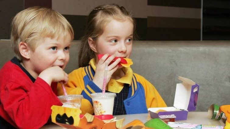 То, что кассир McDonald's подкладывал в Хэппи Мил шокировало людей!