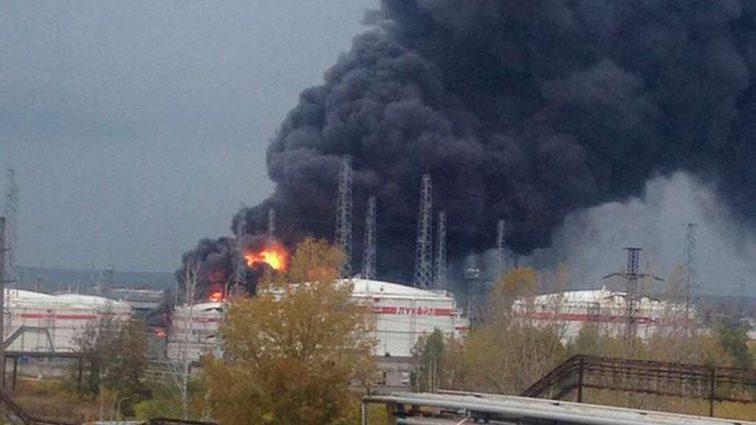 «Пожар видно за десятки километров»: Срочно! В России взорвался завод Лукойл, есть жертвы (видео)