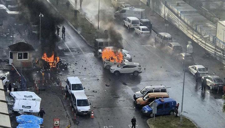 Теракт у отеля забрал жизни десятки людей: первые кадры