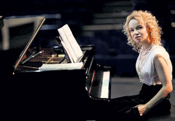 Жена Джигарханяна даст концерт