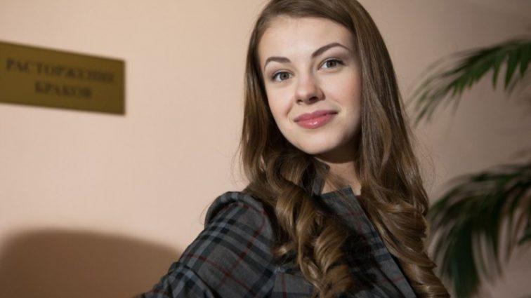 «Красивая и обаятельная»: Актриса Олеся Фаттахова восхитила поклонников новым образом