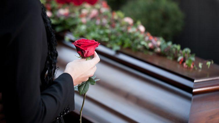 Поклонники подозревают некую девушку в причастности к смерти известного исполнителя