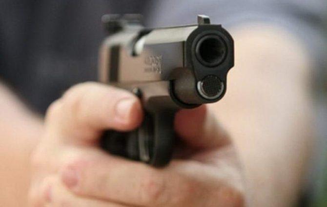 21-летнего брата популярной певицы застрелили через несколько часов после их совместного празднования Рождества