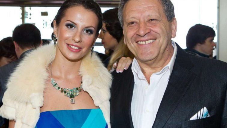 «Не добавляет ей гламурности» — Бывшая жена Бориса Грачевского Анна удивляет поклонников виртуозной игрой с помощью …