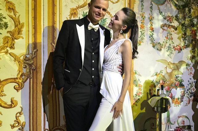 «БЕРЕМЕННАЯ!» — избранница бывшего мужа Бузовой показала округлившийся живот после объявления о свадьбе
