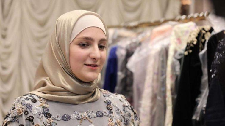 «Вложили в этот бренд всю свою душу» — Дочь Кадырова получила престижную премию в мире моды