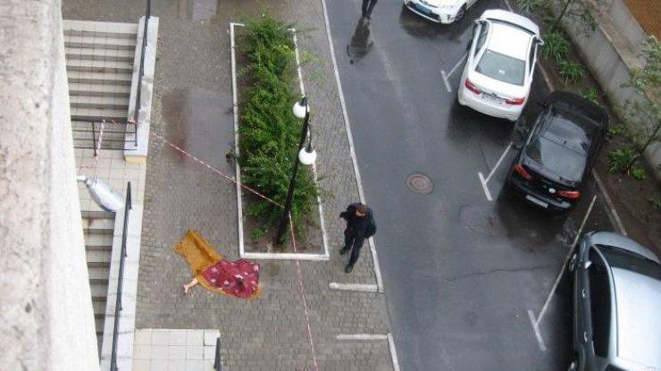 Обнаженная выпала из окна: 20-летняя трагически погибла после вечеринки свингеров