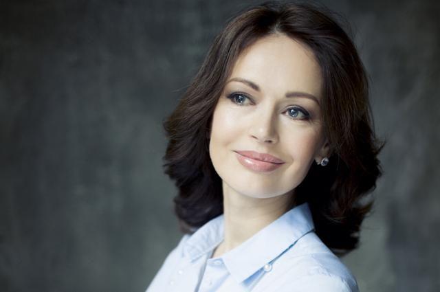 «Переборщила» — поклонники жёстко раскритиковали Ирину Безрукову из-за яркого макияжа