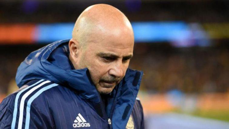 Тренер сборной Аргентины по футболу оскорбил полицейского