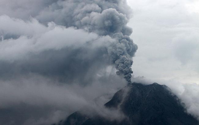 Извержение вулкана: на острове объявили высший уровень опасности