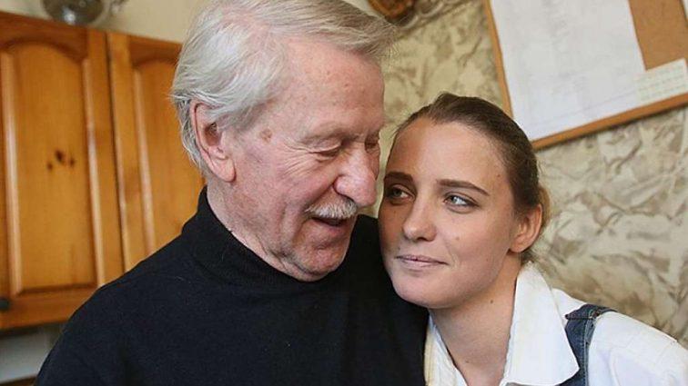 Знаменитый актер Иван Краско прислуживает молодой жене
