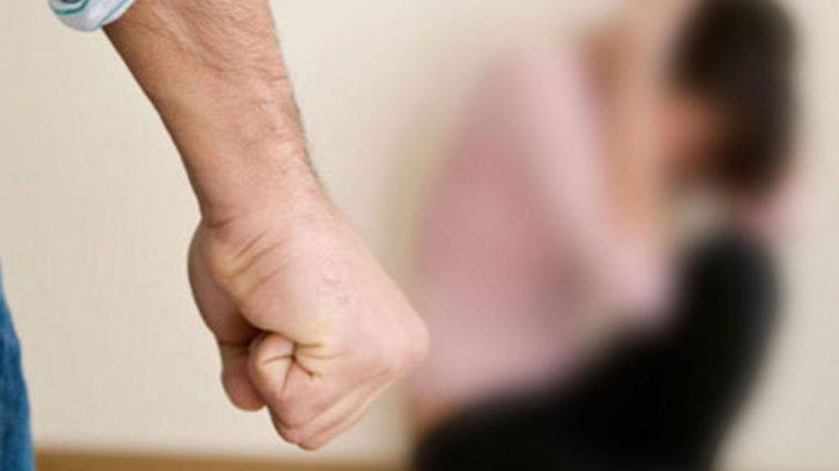 За невыученный алфавит: в России папа сломал ногу семилетнему мальчику . Причина поражает