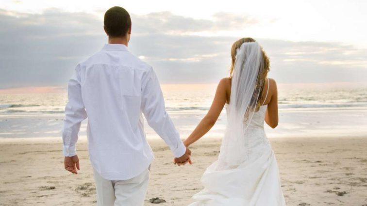 «К официальному браку влюбленных подтолкнула болезнь» — Актриса со смертельным диагнозом вышла замуж в прямом эфире. Видео