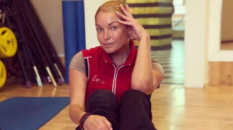 В сети появилось постельное фото Волочковой с ее новым ухажером: Кого так тщательно скрывала балерина
