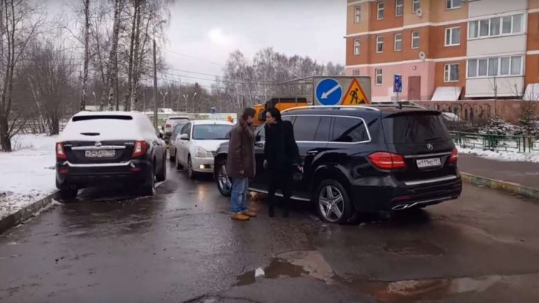 «Бешеная хабалка…»: Настасья Самбурская публично набросилась на мужчину с кулаками